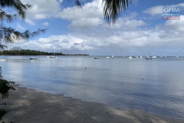 Rivière Noire à louer campement typiquement Mauricien 3 chambre et 1 bureau au bord de l'océan avec piscine sur un immense et magnifique terrain arboré et clos au calme.
