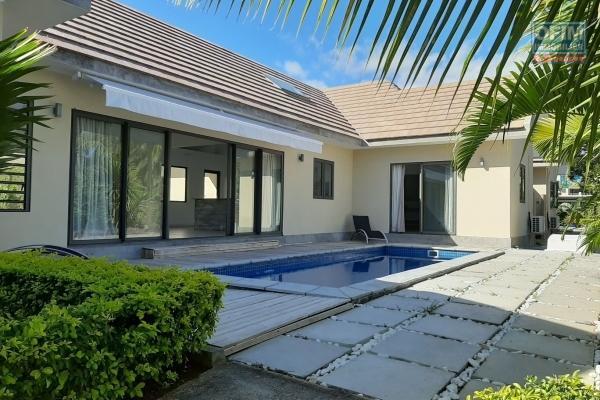 Tamarin à louer maison mitoyenne de 3 chambres avec piscine située dans un morcellement sécurisé.