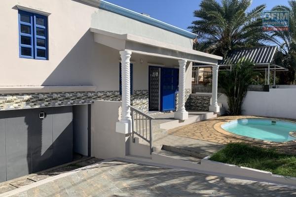 Flic en Flac à vendre villa 2 chambres avec piscine et garage située dans un quartier calme à 7 minutes de la plage à pieds.