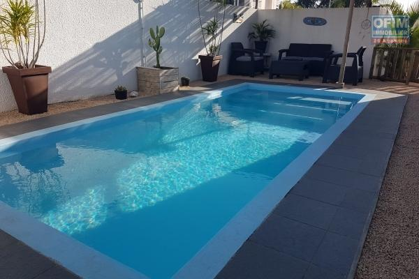 Flic en Flac à louer belle villa 3 chambres avec piscine entièrement meublée et décorée avec goût au calme à 5 minutes de la plage et des commerces.