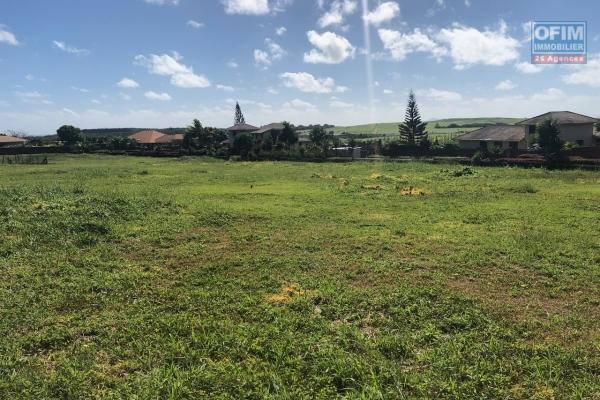 A vendre un très beau terrain dans les hauteur de la résidence Hill Side à Labourdonnais.