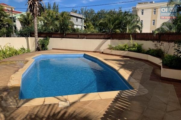 Flic en Flac à vendre appartement 2 chambres avec piscine situé à deux pas de la plage et des commerces.