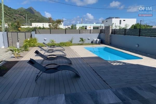 La Gaulette  à vendre agréable et récente villa 3 chambres avec piscine dans un quartier calme.