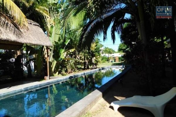 Rivière Noire à louer agréable villa 3 chambres avec piscine sur un terrain arboré et clos au calme.