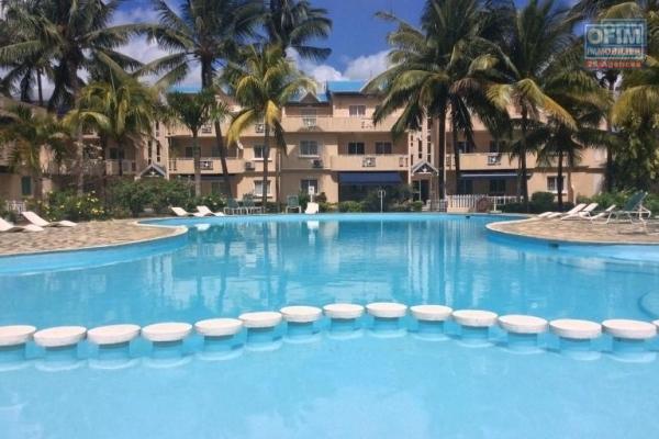 Flic en Flac à vendre appartement de 3 chambres situé dans une résidence de standing avec piscine très proche de la plage à Flic en Flac.