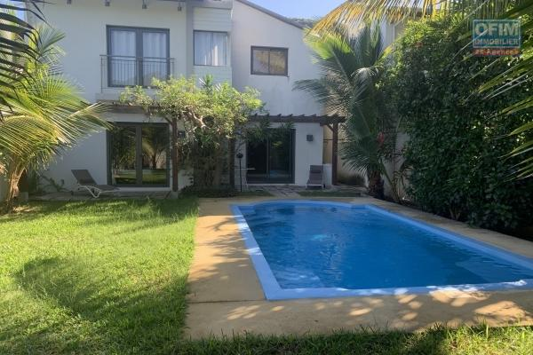 A louer villa 3 chambres avec piscine à Rivière Noire située dans un complexe sécurisé et au calme un véritable havre de paix.