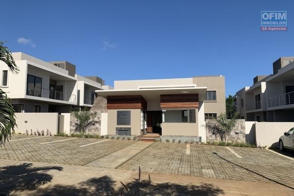 Flic en Flac à louer magnifique appartement 3 chambres avec piscine, une vue époustouflante situé dans une résidence sécurisée.