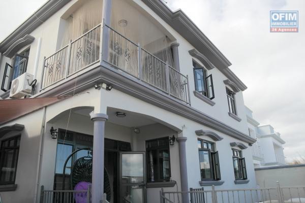 Flic en Flac à louer récente villa 4 chambres avec piscine dans quartier résidentiel et calme