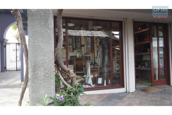 Tamarin vente espace bureau et locale commerciale avec parking en sous sol.