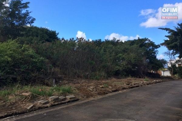 Pointe d'Esny à vendre terrain de 630M2 à 1250M2 dans un cadre idyllique naturel à proximité du plus beau lagon de l'île.