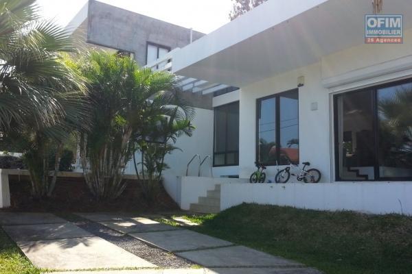 A vendre belle demeure située à Sorèze/ Pailles dans un secteur très résidentiel avec une vue mer spectaculaire.