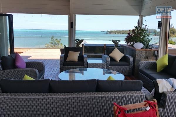 Rivière Noire à louer magnifique penthouse au bord du lagon 3 chambres avec piscine, immense terrasse et une vue époustouflante dans résidence sécurisée 24H/24H