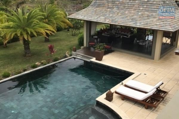 Accessible aux étrangers à l'ile Maurice: Récente villa éligible à l'achat aux étrangers et aux mauriciens sous le statut IRS à Rivière Noire.
