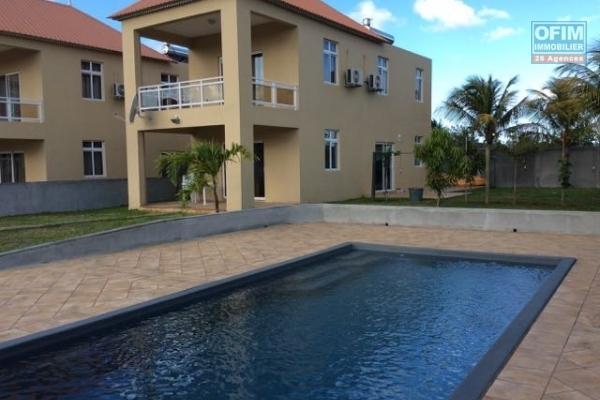 A louer 2 appartements T4 dans une résidence neuve avec piscine commune à Péreybère.