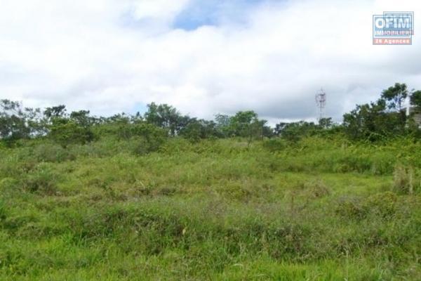 Rivière Noire vente terrain de 4301M2 dans un domaine résidentiel privé haut de gamme et sécurisé avec vue imprenable sur le morne
