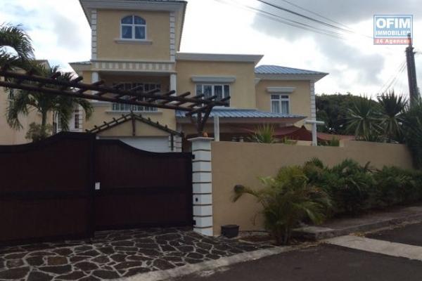 Villa T4 avec piscine à louer en long terme à la pointe aux cannoniers